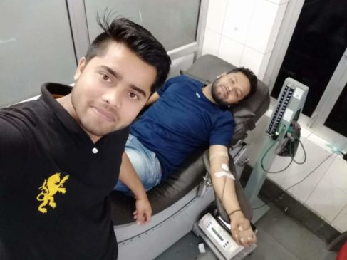 Rajnish Sir  Donating Blood on his Birthday RNS Coaching center Gorakhpur